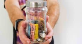 Pot met geld - symbool voor terugbetalen now regeling UWV werkgevers